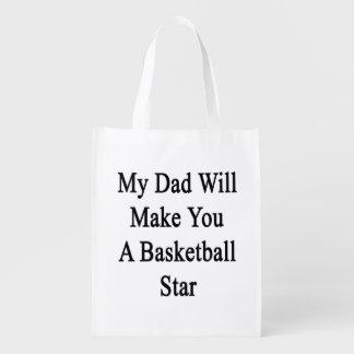 Mi papá le hará a una estrella del baloncesto bolsa de la compra