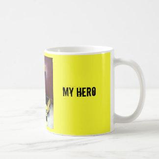 Mi papá, mi héroe taza básica blanca