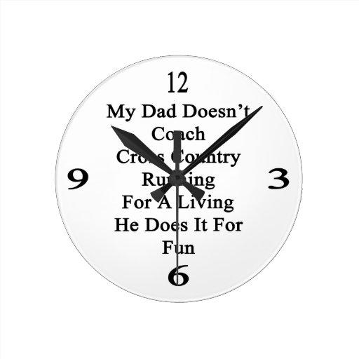 Mi papá no entrena el campo a través que corre par reloj