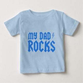 Mi papá oscila {el azul} camisas