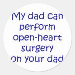 Mi papá puede realizar cirugía de corazón abierta pegatina redonda
