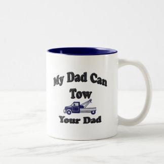 Mi papá puede remolcar a su papá taza de dos tonos