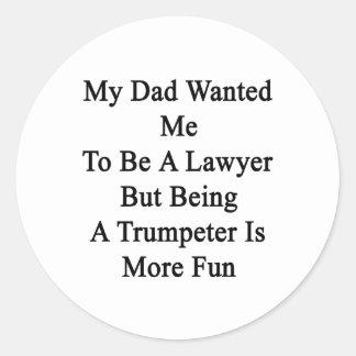 Mi papá quisiera que fuera abogado pero el ser un pegatina redonda