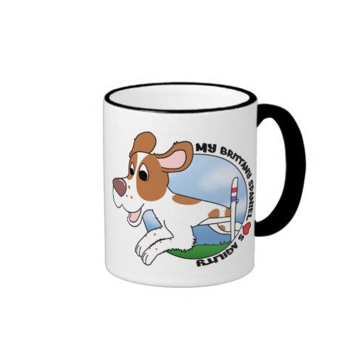 Mi perro de aguas de Bretaña ama la taza de la