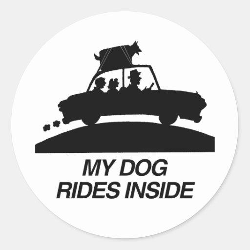 Mi perro monta inside.png pegatina redonda