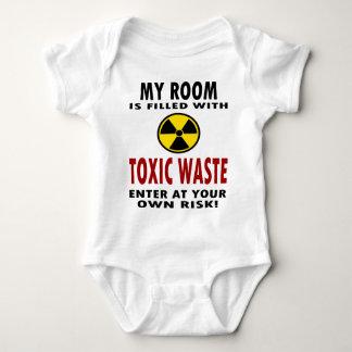 Mi sitio se llena de la basura tóxica mameluco de bebé