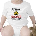 Mi sitio se llena de la basura tóxica traje de bebé