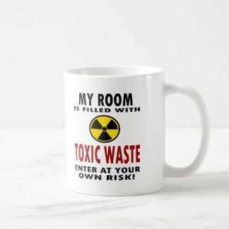 Mi sitio se llena de la basura tóxica taza