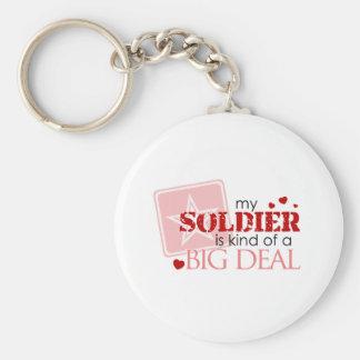 Mi soldado es un poco una gran cosa llavero redondo tipo pin