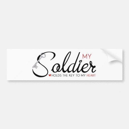 Mi soldado lleva a cabo la llave a mi corazón etiqueta de parachoque