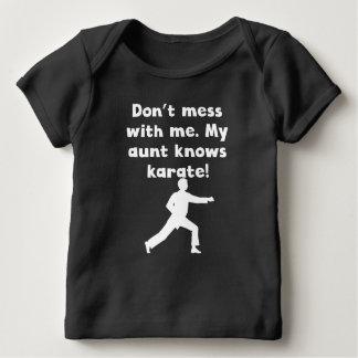 Mi tía Knows Karate Remera