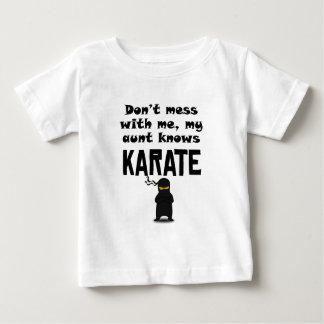 Mi tía Knows Karate Remeras
