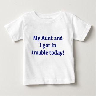 Mi tía y yo conseguimos en problema hoy playera de bebé