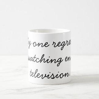 """""""Mi un pesar no está mirando bastante televisión """" Taza Básica Blanca"""