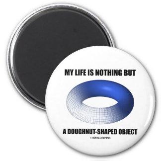 Mi vida no es nada sino un objeto en forma de anil iman de nevera