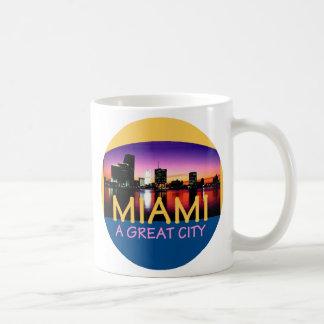 MIAMA la Florida una gran taza del paisaje de la
