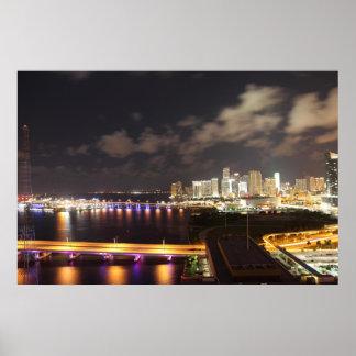 Miami céntrica por noche póster