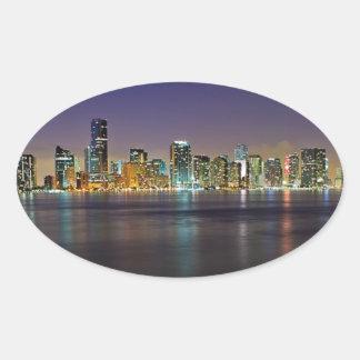 Miami en la noche pegatina de ovaladas