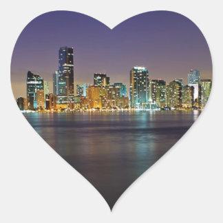 Miami en la noche calcomanías de corazones personalizadas