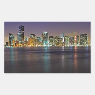 Miami en la noche rectangular pegatina