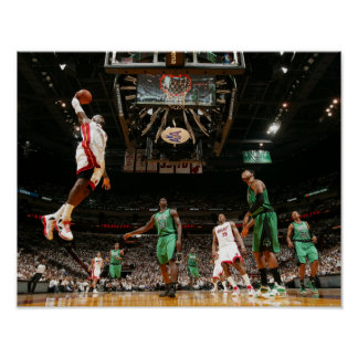 MIAMI, FL - 30 DE MAYO:  LeBron James #6 de los 3 Póster