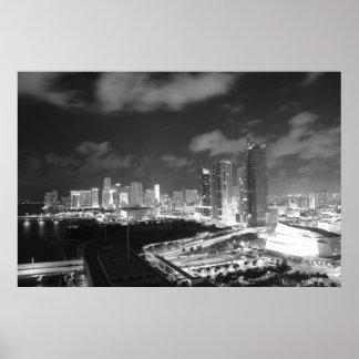 Miami por noche en blanco y negro póster