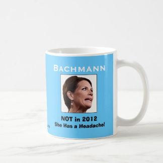 Micaela Bachmann: ¡Ella tiene un dolor de cabeza! Taza Básica Blanca