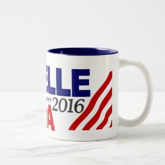 Michelle Obama para el presidente 2016 Taza De Dos Tonos