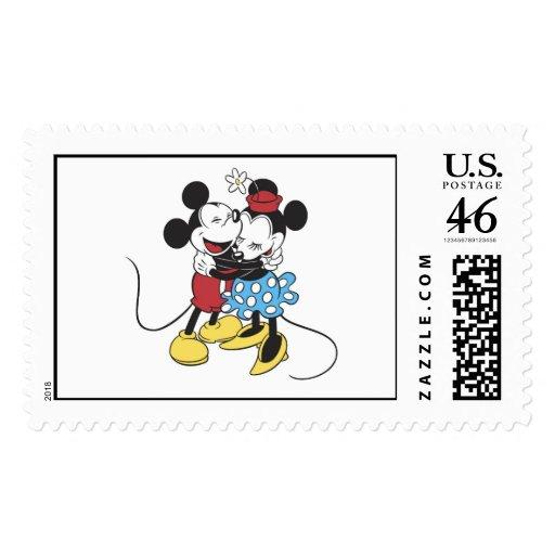 Mickey antiguo y Minnie Mouse que abrazan la risa Envio