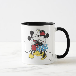Mickey antiguo y Minnie Mouse que abrazan la risa Taza