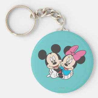 Mickey Mouse y abrazo de Minnie Llavero Redondo Tipo Pin