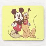 Mickey Mouse y Plutón Alfombrilla De Raton