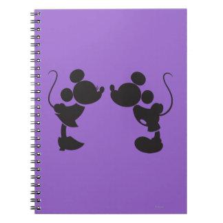 Mickey Mouse y silueta de Minnie Libros De Apuntes