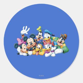 Mickey y amigos el | que se arrodilla pegatina redonda