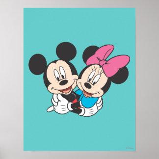 Mickey y Minnie el | que abraza Póster