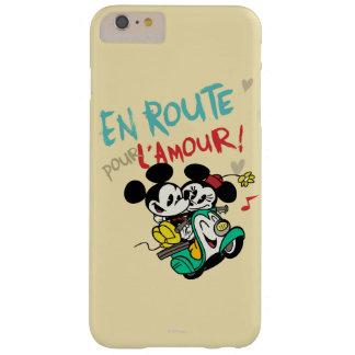 Mickey y Minnie en el camino Funda De iPhone 6 Plus Barely There