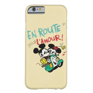 Mickey y Minnie en el camino Funda De iPhone 6 Barely There