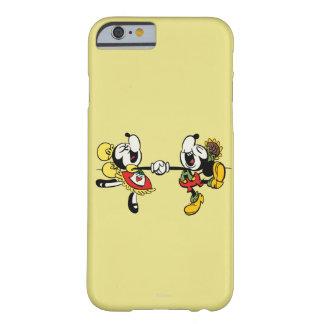 Mickey y Minnie que llevan a cabo las manos Funda De iPhone 6 Barely There