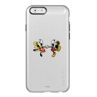 Mickey y Minnie que llevan a cabo las manos Funda Para iPhone 6 Plus Incipio Feather Shine