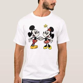 Mickey y Minnie que llevan a cabo las manos Playera