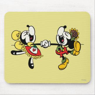 Mickey y Minnie que llevan a cabo las manos Tapetes De Ratones
