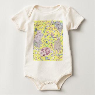 Microbiología en amarillo mamelucos de bebé