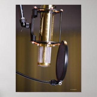 Micrófono en estudio posters