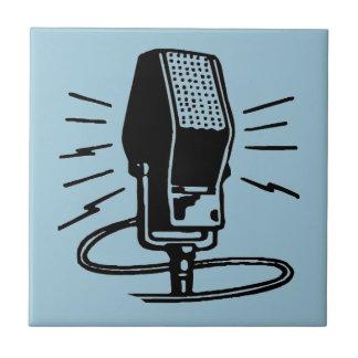 Micrófono viejo azulejo cuadrado pequeño