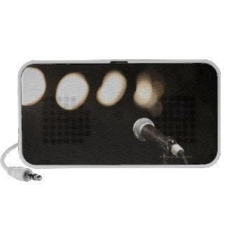 Micrófono y proyectores altavoz