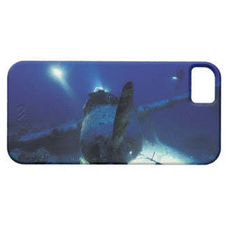 Micronesia, Palau, World Heritage Site. Divers iPhone SE/5/5s Case