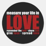 Mida su vida en amor etiquetas redondas