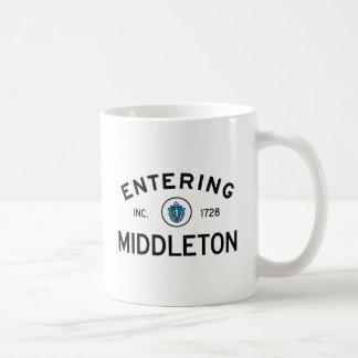 Middleton que entra taza de café