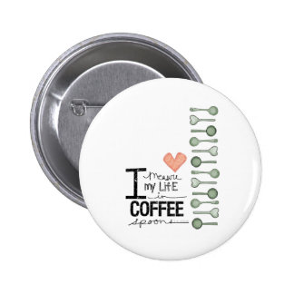 Mido mi vida en cucharitas de café pin redondo de 2 pulgadas