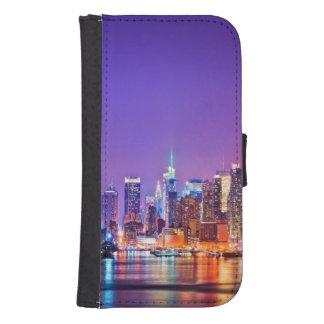 Midtown Manhattan en la noche con el imperio Stae Billetera Para Teléfono